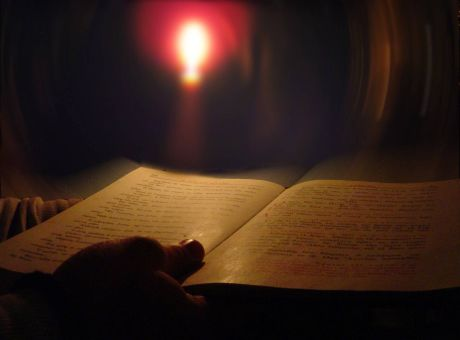 Ευαίσθητος πολίτης ο αποστολέας του δέματος με την Καινή Διαθήκη στην  Τσατάνη - Κοινωνία | News 24/7