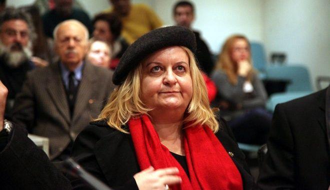 Η Κατερίνα Περιστέρη, προϊσταμένη της Εφορείας Αρχαιοτήτων Σερρών, στις επιστημονικές ανακοινώσεις για τις ανασκαφικές εργασίες στον Τύμβο Καστά στην Αμφίπολη, το Σάββατο 29 Νοεμβρίου 2014. (EUROKINISSI/ΓΕΩΡΓΙΑ ΠΑΝΑΓΟΠΟΥΛΟΥ)