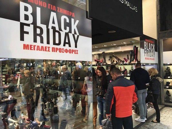 Black Friday: Λαοθάλασσα στην Ερμού για να προλάβουν τις προσφορές