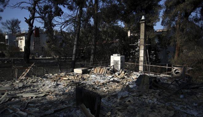 Κατεστραμμένο από τις φωτιές σπίτι στο Μάτι Αττικής