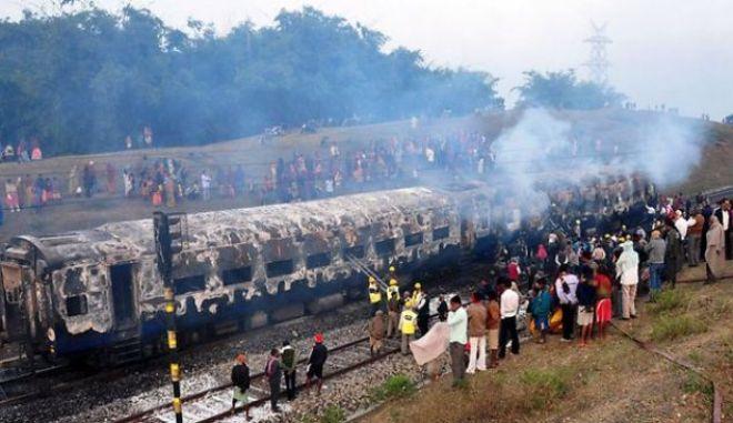 Ινδία: Εννέα νεκροί από φωτιά σε επιβατικό τρένο