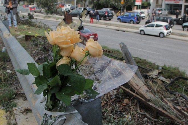 Το σημείο που έχασε τη ζωή του ο τραγουδιστής Παντελής Παντελίδης σε τροχαίο δυστύχημα, στη λεωφόρο Βουλιαγμένης 18, στο ύψος του Ελληνικού, στο ρεύμα προς Αθήνα, σήμερα το πρωί της Πέμπτης, 18 Φεβρουαρίου 2016. (EUROKINISSI/ΣΩΤΗΡΗΣ ΔΗΜΗΤΡΟΠΟΥΛΟΣ)