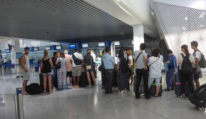 """Επιβάτες στο αεροδρόμιο  """"ΕΛΕΥΘΕΡΙΟΣ ΒΕΝΙΖΕΛΟΣ"""""""