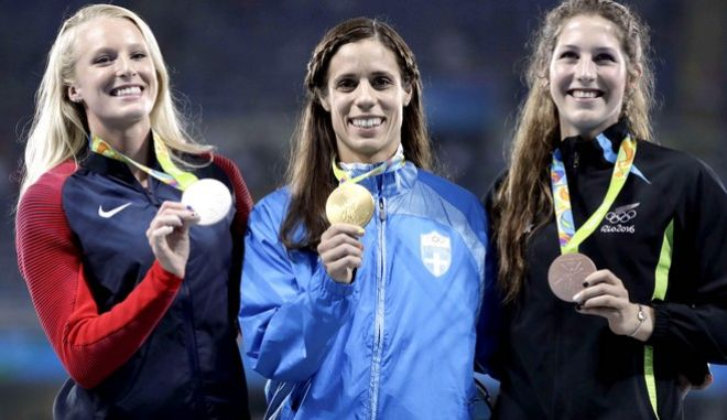 Women's pole vault medalists, from left, United States' Sandi Morris, silver, Greece's Ekaterini Stefanidi, gold, and New Zealand's Eliza McCartney, bronze, hold their medals on the podium during the Summer Olympics at Olympic stadium in Rio de Janeiro, Brazil, Saturday, Aug. 20, 2016. (AP Photo/Jae C. Hong)