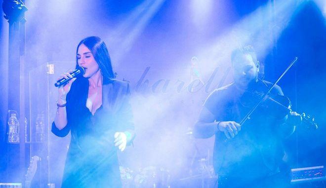 Η Γιούλη Τάσσου κάνει την 'Barbarella' να τραγουδάει στο ρυθμό της