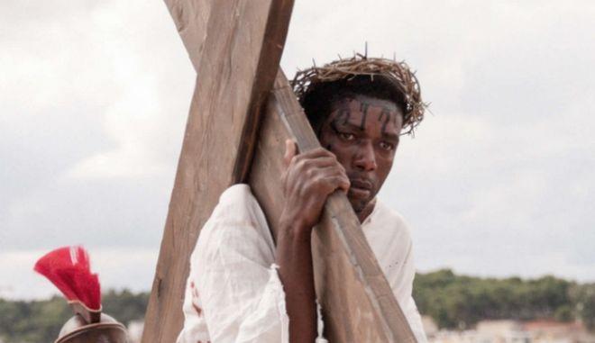 """""""Νέο Ευαγγέλιο"""": Ένας μαύρος Ιησούς, πρόσφυγες και εργάτες στην ταινία του Μίλο Ράου"""