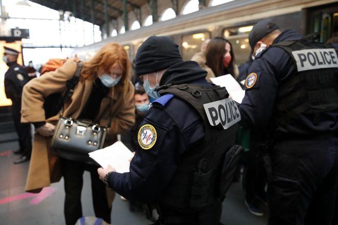 Έλεγχοι σε γαλλικό σιδηροδρομικό σταθμό.