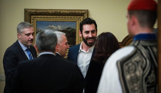 Ο Γιάννης Αποστολάκης στην ορκωμοσία του πατέρα του στο Προεδρικό Μέγαρο