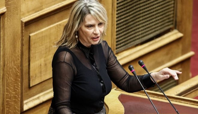 """Η Κατερίνα Παπακωστα στην συζήτηση του σχεδίου νόμου του Υπουργείου Δικαιοσύνης, Διαφάνειας και Ανθρωπίνων Δικαιωμάτων """"Νομική αναγνώριση της ταυτότητας φύλου - Εθνικός Μηχανισμός Εκπόνησης, Παρακολούθησης και Αξιολόγησης των Σχεδίων Δράσης για τα Δικαιώματα του Παιδιού και άλλες διατάξεις"""", Δευτέρα 9 Οκτωβρίου 2017. (EUROKINISSI/ΓΙΩΡΓΟΣ ΚΟΝΤΑΡΙΝΗΣ)"""