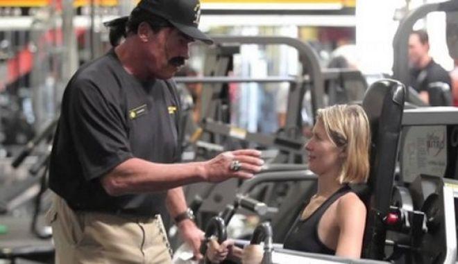 "O Άρνι τρολάρει το γυμναστήριο: Η ξεκαρδιστική φάρσα του ""Terminator"""