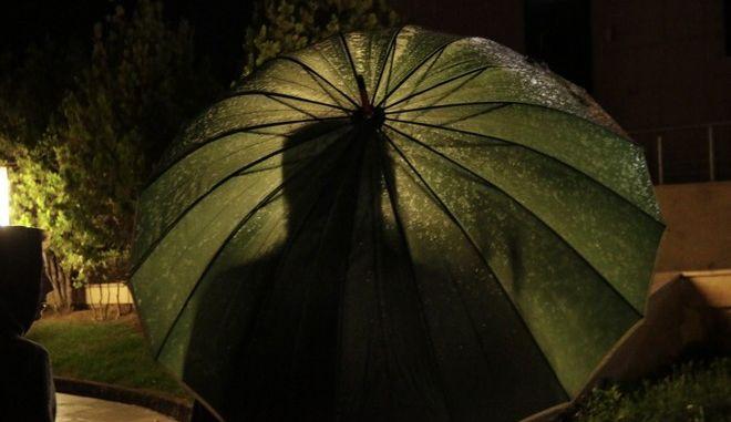 Στιγμιότυπα βροχής // ομπρέλες. Δευτέρα 23 Οκτώβρη 2017.  (EUROKINISSI / Γιάννης Παναγόπουλος)