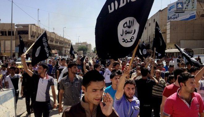 Υποστηρικτές του ISIS διαδηλώνουν στη Μοσούλη