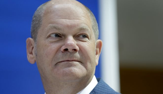 Olaf Scholz, Mayor of the German city of Hamburg, attends a press conference of the German Social Democratic Party (SPD) in Berlin, Germany, Monday, Aug. 28, 2017. (AP Photo/Michael Sohn)