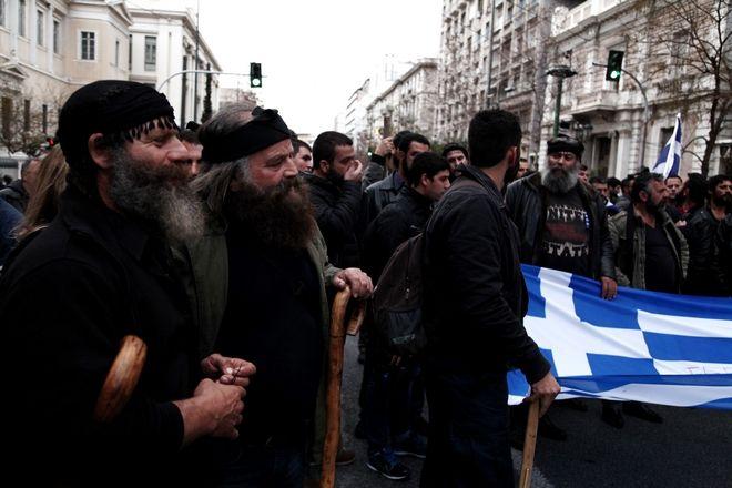 ΑΘΗΝΑ - ΣΥΓΚΕΝΤΡΩΣΗ ΑΓΡΟΤΩΝ ΣΤΟ ΣΥΝΤΑΓΜΑ  (EUROKINISSI/ΚΩΣΤΗΣ ΦΑΡΑΖΟΥΛΗΣ)