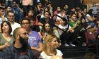 Με νεολαίους στις κερκίδες παρακολούθησε το συνέδριο ο Τσίπρας