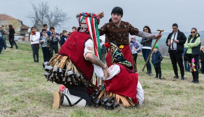 Βούλγαροι με παραδοσιακές φορεσιές