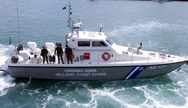 Προσάραξε πλοίο ανοιχτά της Αιδηψού