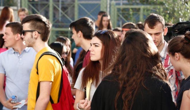 Πανελλήνιες 2015: Γιατί καθυστέρησε η διαδικασία εξέτασης