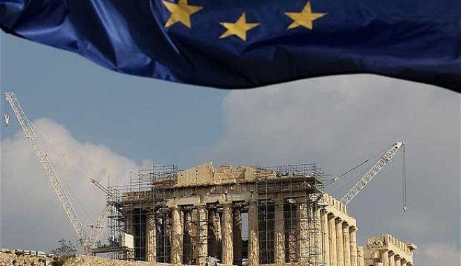 Διεθνής Τύπος: Στο προσκήνιο τα σενάρια εξόδου από το ευρώ