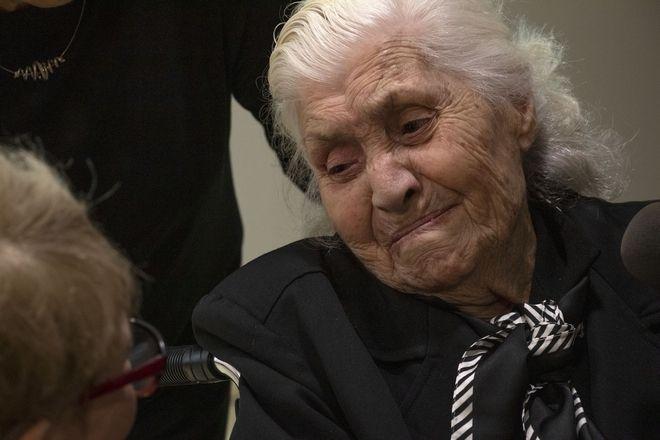 Η 92χρονη Μελπομένη συναντήθηκε με την εβραϊκή οικογένεια που έσωσε από τους Ναζί πριν 75 χρόνια