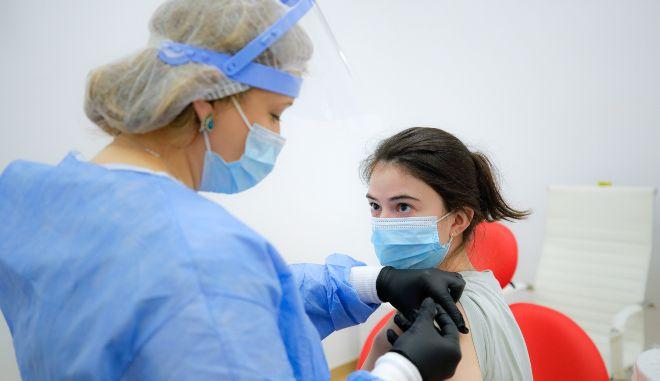 Βρετανία-Covid-19: Οι εμβολιασμοί βοήθησαν στη δραστική μείωση των κρουσμάτων