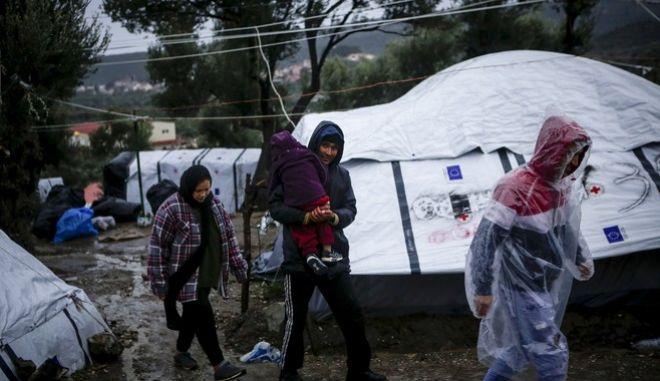 Φωτό αρχείου: Δύσκολες οι συνθήκες διαβίωσης για τους πρόσφυγες στον έξω καταυλισμό της Μόριας