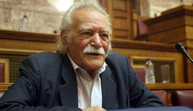 Ο Μανώλης Γλέζος συμμετέχει στην συνεδρίαση της Κοινοβουλευτικής Ομάδας του ΣΥΡΙΖΑ, στην Βουλή, Τετάρτη 9 Μαΐου 2012. (EUROKINISSI // ΤΑΤΙΑΝΑ ΜΠΟΛΑΡΗ)