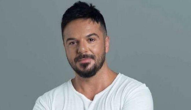 Θύμα διάρρηξης έπεσε ο τραγουδιστής Τριαντάφυλλος
