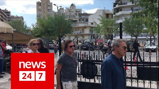 Βασίλης Παπακωνσταντίνου και Γιώργος Νταλάρας στην κηδεία Λαυρέντη Μαχαιρίτσα