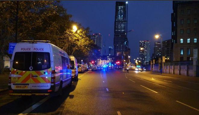 Συναγερμός στη Βρετανία για ύποπτο όχημα - Έκλεισε κεντρική γέφυρα του Λονδίνου