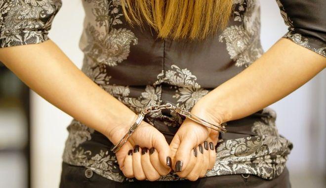 Σύλληψη για ναρκωτικά: Η ποσότητα κοκαΐνης στην τουαλέτα και η σύνδεση με την παίκτρια ριάλιτι