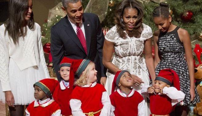 Άρωμα Χριστουγέννων με την οικογένεια Ομπάμα
