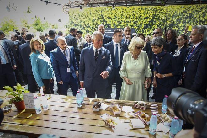 Επίσκεψη του Πρίγκηπα Καρόλου και της Δούκισσας της Κορνουάλης Καμίλα στην οδό  Ερμού και στην Καπνικαρέα, 10 Μαΐου 2018
