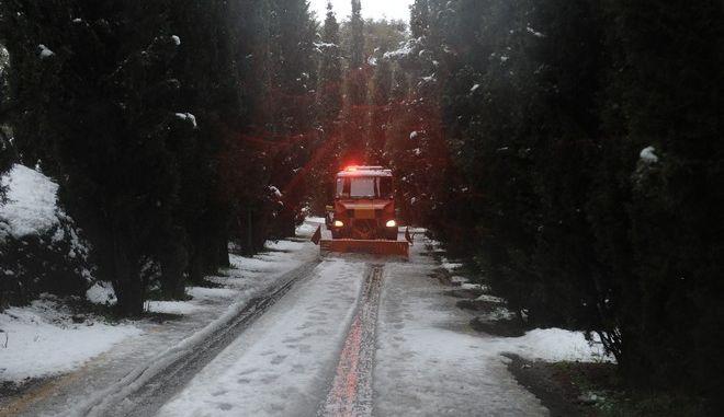 Χιονόπτωση στον Υμηττό, Πέμπτη 29 Δεκεμβρίου 2016. (EUROKINISSI/ΤΑΤΙΑΝΑ ΜΠΟΛΑΡΗ)