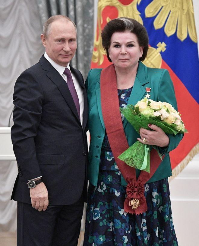 Η Βαλεντίνα Τερεσκόβα βραβεύεται από τον Βλαντιμίρ Πούτιν το 2017