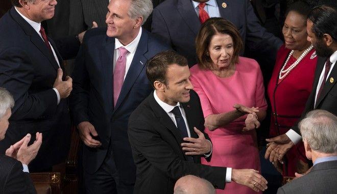 Ενθουσιώδης υποδοχή για το Γάλλο πρόεδρο στο Κογκρέσο