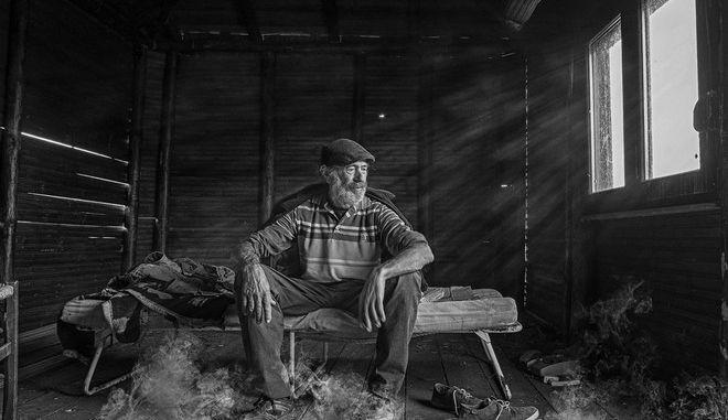 Στις 100 καλύτερες φωτογραφίες ανδρικού πορτρέτου στο κόσμο η φωτογραφία του Δημήτρη Βαβλιάρα