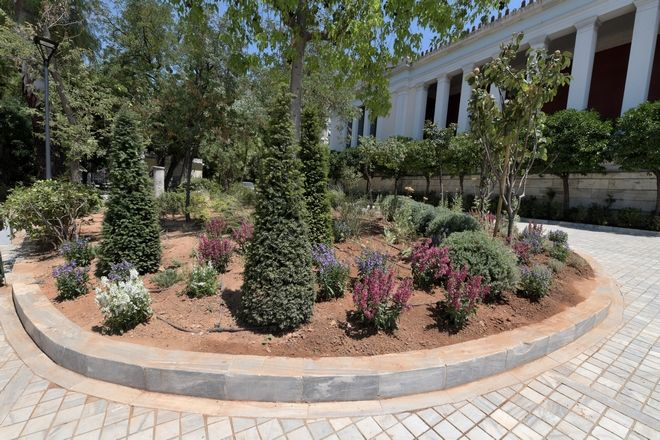 Ο αισθητικά αναβαθμισμένος εξωτερικός κήπος του Εθνικού Αρχαιολογικού Μουσείου