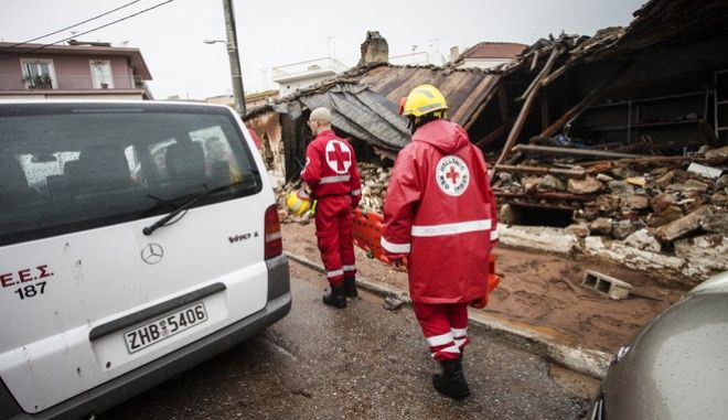 Οι επόμενη ημέρα από τις καταστροφικές πλημμυρες που ισοπέδωσαν τη Μάνδρα Αττικής. Πέμπτη 16 Νοεμβρίου 2017 (EUROKINISSI//ΓΙΑΝΝΗΣ ΠΑΝΑΓΟΠΟΥΛΟΣ)