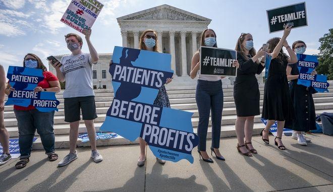 ΗΠΑ: Ενέκριναν με ψήφισμα τροπολογία κατά των αμβλώσεων