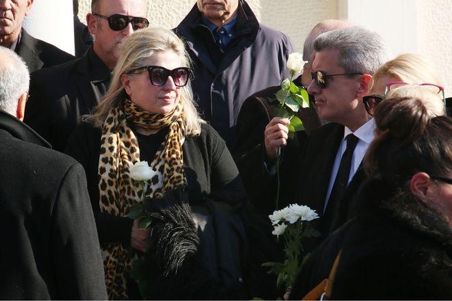 Κηδεία Έρρικας Μπρόγιερ.Σάντρα Βουτσά-Νίκος Χατζηνικολάου