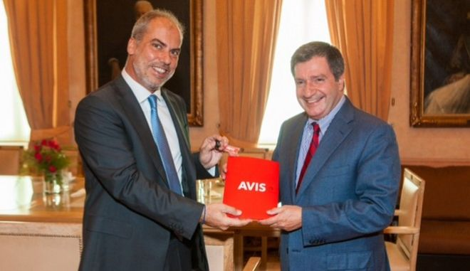 Στο πλευρό των προσφύγων η Avis