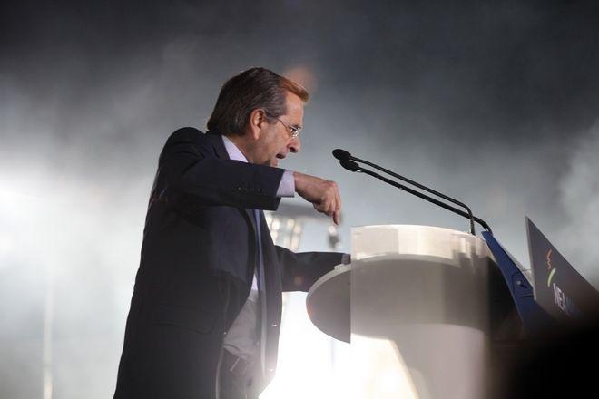 Στιγμιότυπο από την κεντρική προεκλογική συγκέντρωση της Νέας Δημοκρατίας στο Ζάππειο, Αθήνα, Πέμπτη 3 Μαΐου 2012, με ομιλητή τον πρόεδρο του κόμματος, Αντώνη Σαμαρά. (EUROKINISSI // ΓΙΑΝΝΗΣ ΠΑΝΑΓΟΠΟΥΛΟΣ)