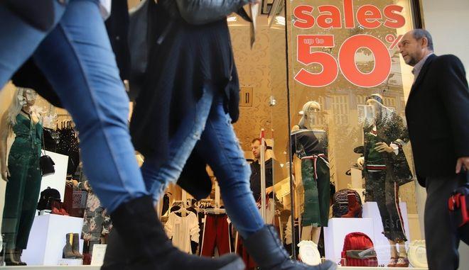 Ανοιχτά μαγαζιά την Κυριακή: Πολύς κόσμος, λίγες σακούλες