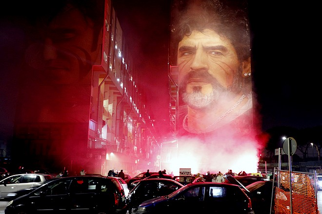Οπαδοί της Νάπολι για τον Ντιέγκο Μαραντόνα