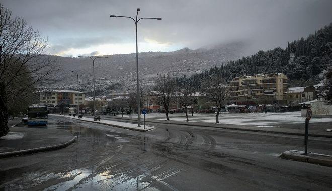 Στιγμιότυπο από την χιονισμένη Καστοριά
