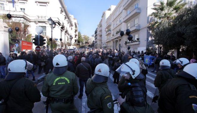 ΑΘΗΝΑ-Διαμαρτυρία σχολικών φυλάκων  έξω από το υπουργείο Διοικητικής Μεταρρύθμισης. (EUROKINISSI-ΚΩΣΤΑΣ ΚΑΤΩΜΕΡΗΣ)