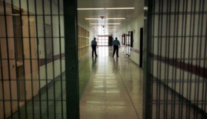 Φυλακή υψίστης ασφαλείας σε 100 μέρες. Κόβονται οι άδειες σε όσους έχουν καταδικαστεί για τρομοκρατία