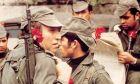 Η Επανάσταση των Γαρυφάλλων: Η -σχεδόν- αναίμακτη ανατροπή μιας χούντας μισού αιώνα