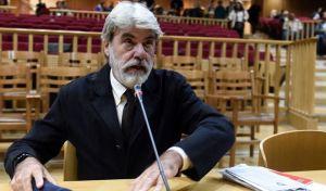 """Ο δημοσιογράφος Δημήτρης Ψαρράς καταθέτει στην δίκη της """"Χρυσής Αυγής"""" στην αίθουσα του Εφετείου Αθηνών την Δευτέρα 2 Οκτωβρίου 2017."""